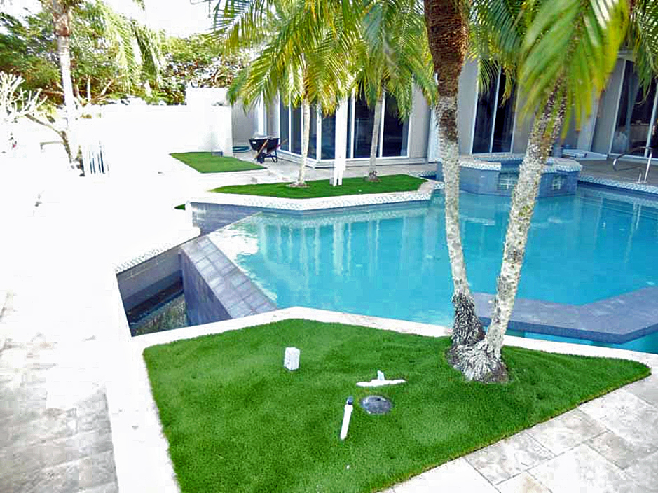 Pool areas florida fake grass for Landscaping ideas for pool areas
